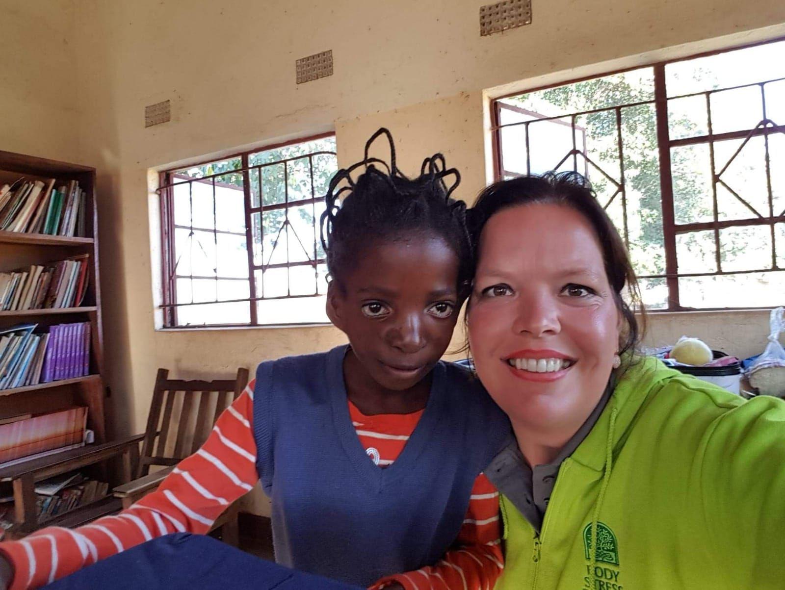 Anika Meijer wil terug naar Zambia, help haar haar werk voort te zetten en doneer online